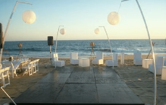 Montaje elegante y romántico a la orilla de la playa - Foto Dans le monde
