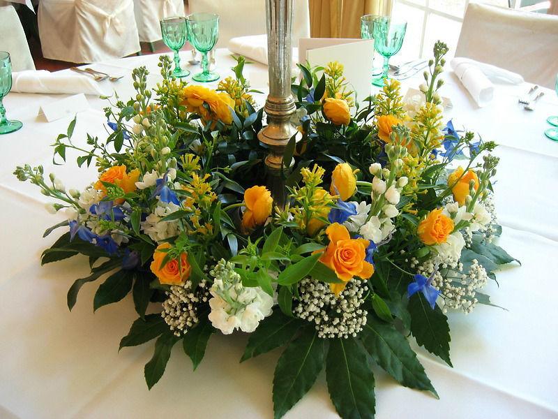 Beispiel: Tischdekoration - Blumengesteck, Foto: Schloss Lübbenau.