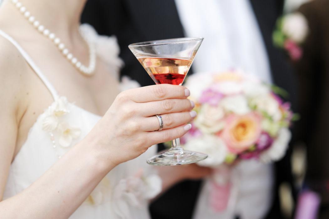 Disfruta el mejor momento de tu vida con un coctel martini, ¡Clásico y elegante!