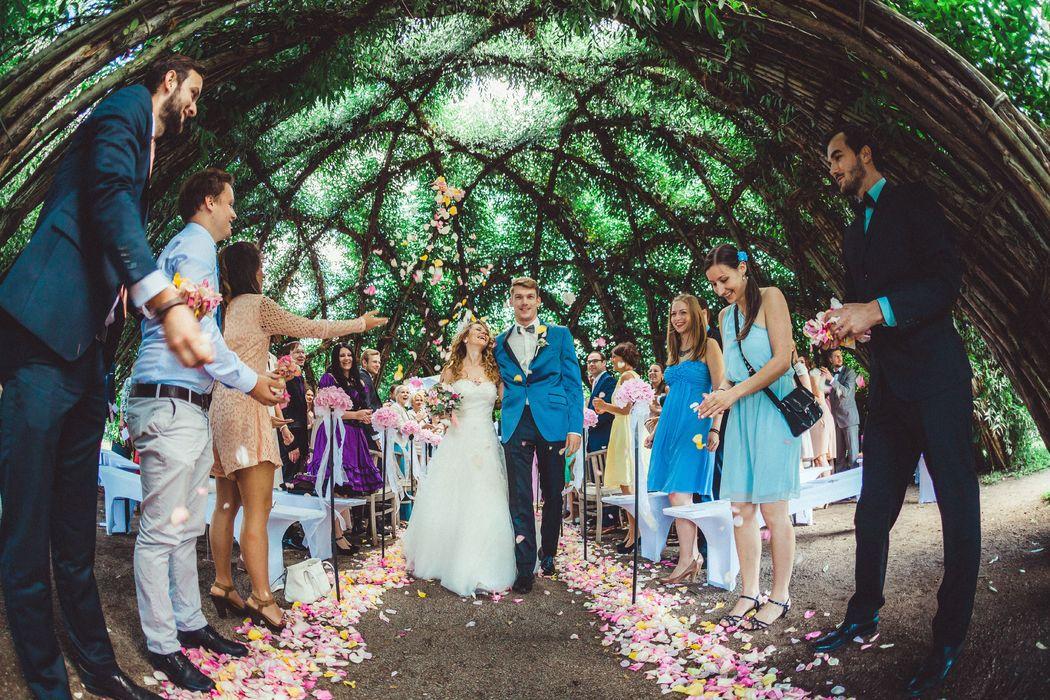 heiraten im Weidendom Schlepzig, Brautpaar Spreewald, Hochzeitsfotograf Lübben, Hochzeitsreportage Weidendom, Seinerzeit,