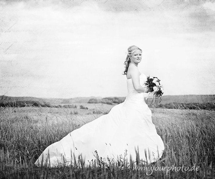 Beispiel: Brautpaar mit Landschaft, Foto: yourphoto.