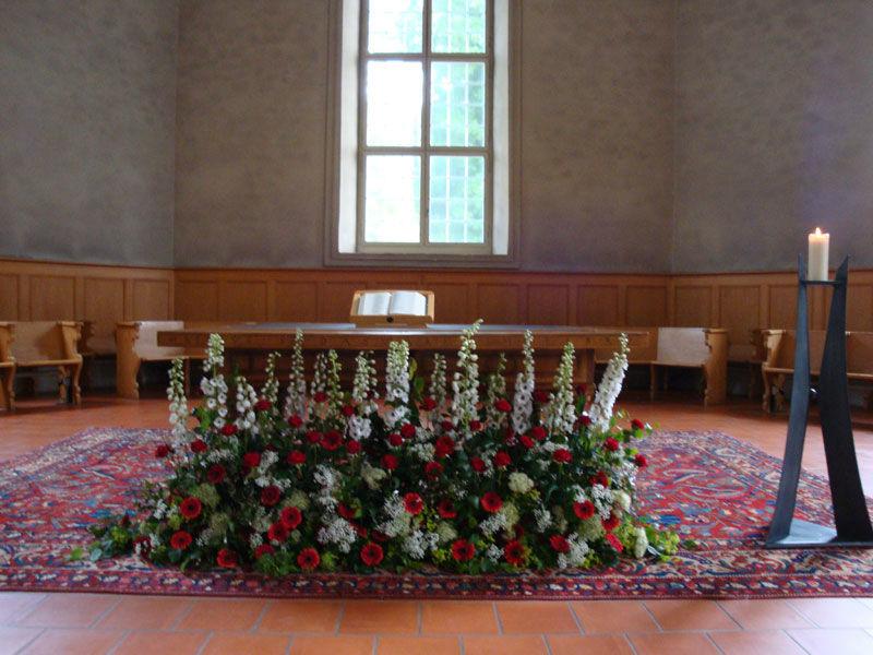 Beispiel: Gestaltung der Kirche, Foto: Blütenreich.