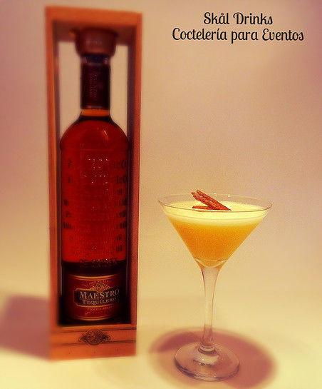 Cóctel Tequilero, Tequila Reposado, Syrup de Canela  , Jugo de Naranja y Limón.