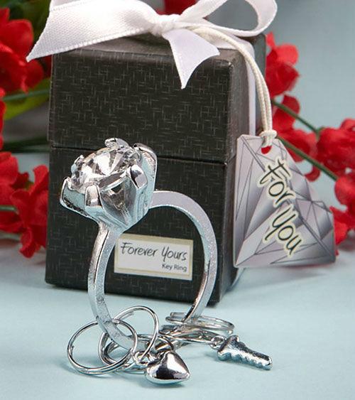 Beispiel: Schlüsselanhänger Diamantring, Foto: My Bridal Shower.