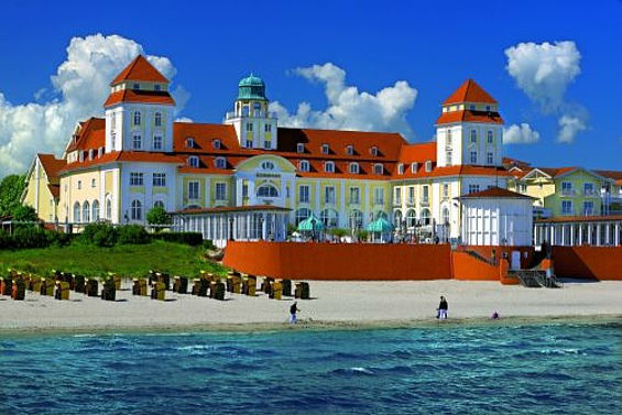 Beispiel: Das Hotel, Foto: Travel Charme Kurhaus Binz.