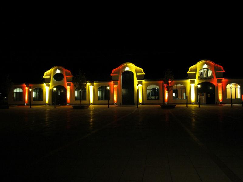 Beispiel: Reithalle bei Nacht, Foto: Reithalle Rastatt.