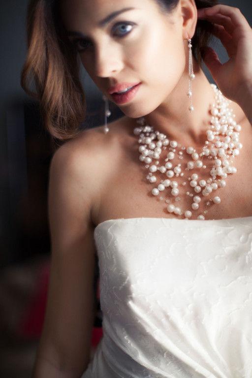 Bijoux Nicole La Bruyère Collier multirangs perles d'eau douce 120 € Boucles pendants perles d'eau douce 60 €