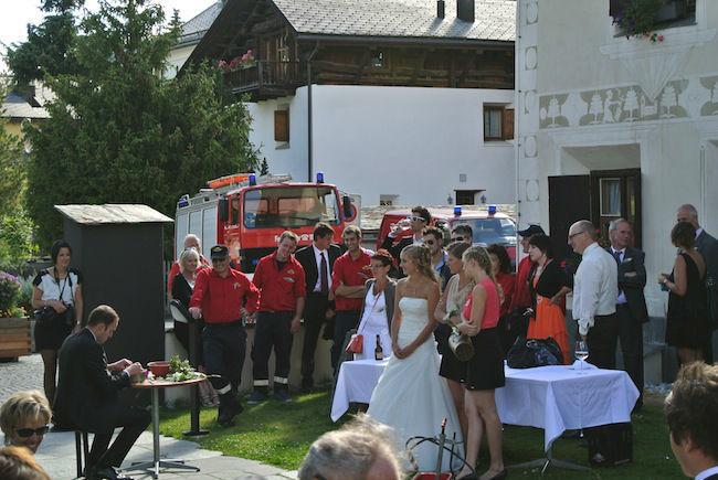 Beispiel: Hochzeitsfeier auf der Sonnenterrasse, Foto: Hotel Chesa Rosatsch.