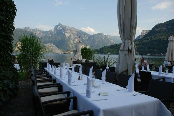 Beispiel: Tisch auf der Veranda, Foto: Seecafe Restaurant Spitzvilla.