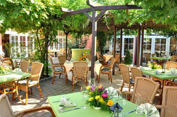 Beispiel: Restaurantterrasse, Foto: Gasthof Alt Engelsdorf.