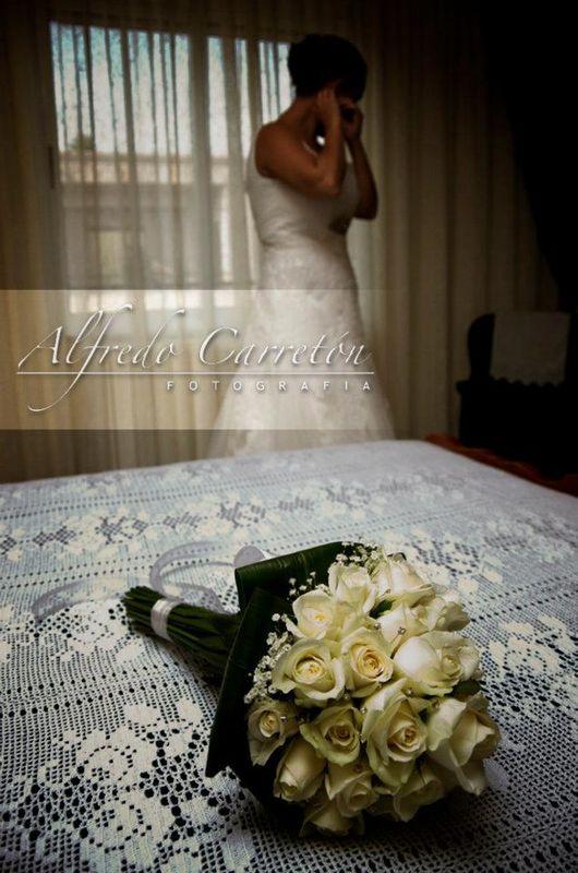 Mar & Julio, Monforte del Cid. Momentos previos a la salida de la novia hacia la ceremonia, que los nervios no se apoderen de vosotras.