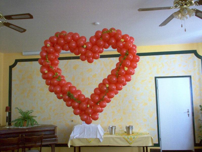 Beispiel: Ballondekoration Herz, Foto: Ballonverpackung.