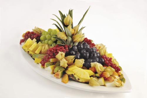 Beispiel: Exotischer Früchteteller, Foto: Partyservice A. Rohde.