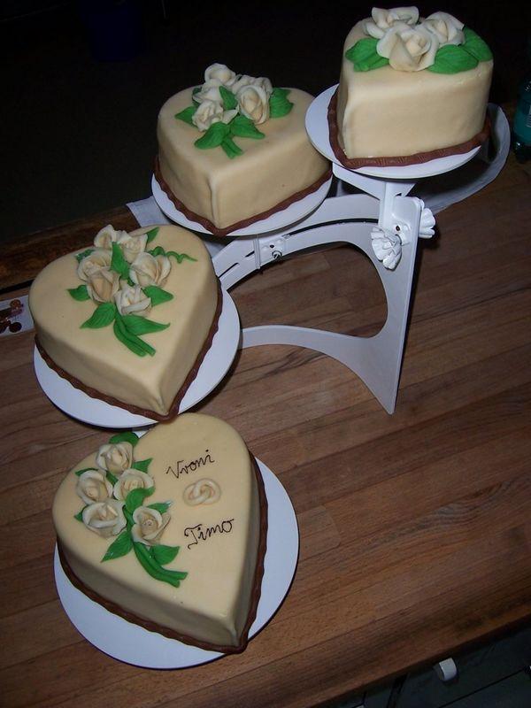Beispiel: Hochzeitstorte, Foto: criollo chocolaterie confiserie.