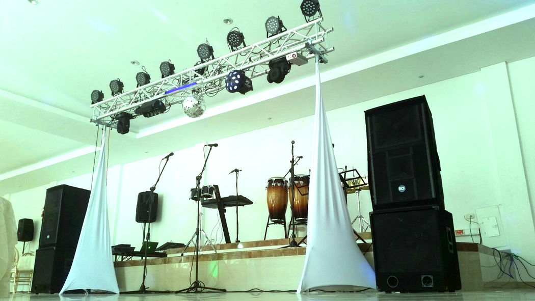 Dj para bodas en bogota grupo CALE, Montajes y salones para eventos