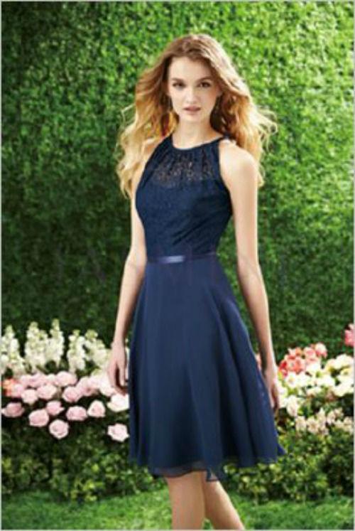 Beispiel: Blaues Abendkleid, Foto: Casanova Braut- und Abendmode.