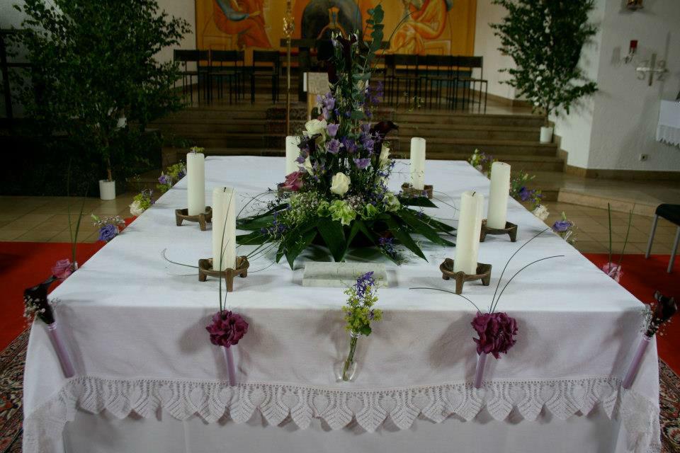 Beispiel: Festlicher Schmuck für die Kirche, Foto: Le langage des fleurs.