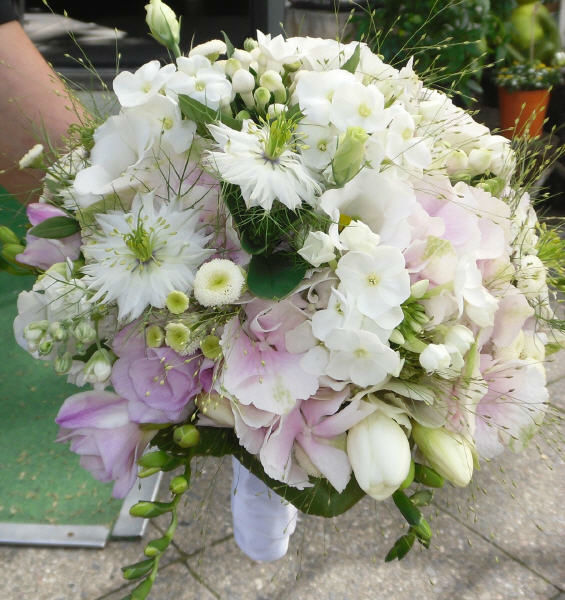 Beispiel: Weißer Brautstrauß, Foto: stielart.