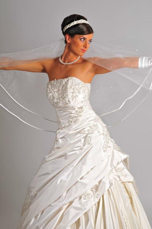 Beispiel: Hochzeitskleider für jeden Geschmack, Foto: Saray Brautmoden.