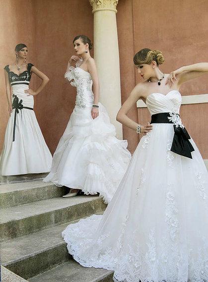 Beispiel: Brautkleid, Foto: Braut- und Abendmode Charlott.