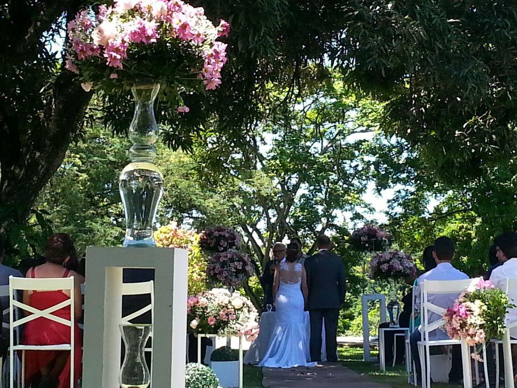 cerimônia ao ar livre- embaixo da árvore