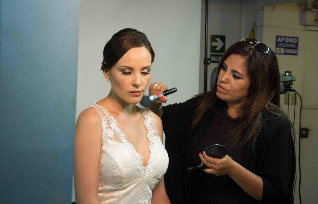 Marisol Maquillando