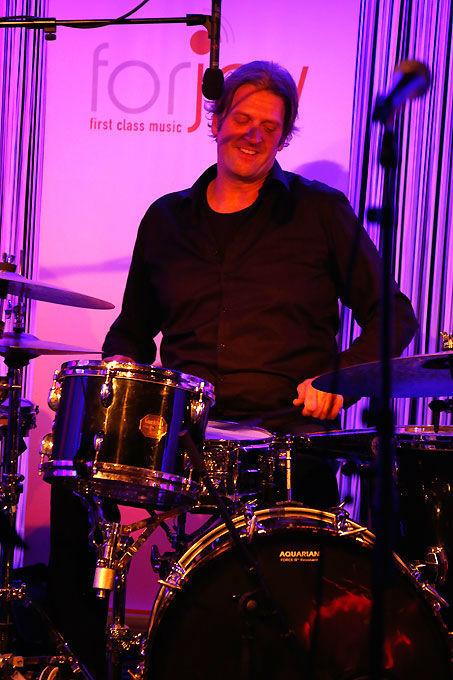 Beispiel: Schlagzeug, Foto: forjoy.