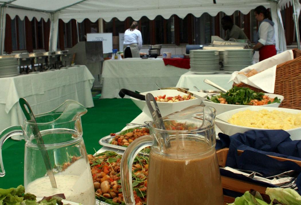 Beispiel: Buffet im Zelt, Foto: GLAD Catering&more.