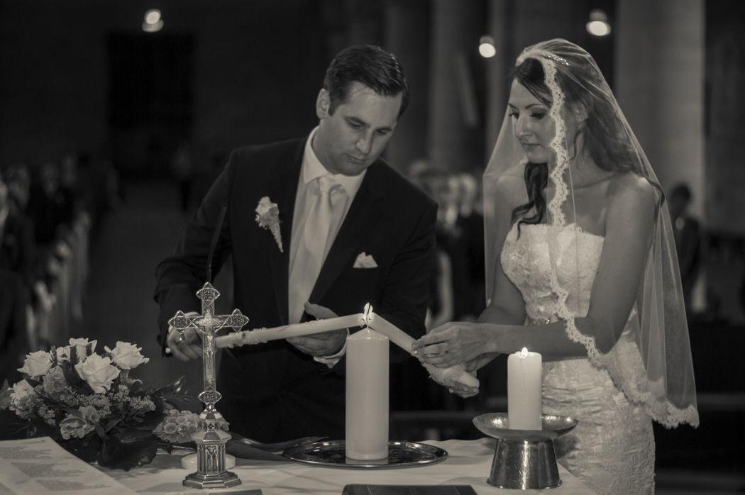 Gemeinsam die Kerze entzünden