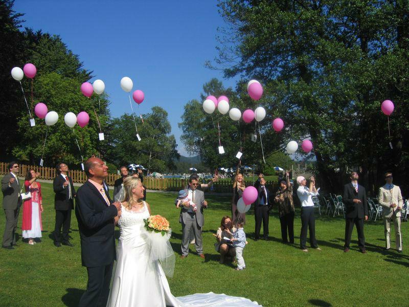 Beispiel: Hochzeitsgesellschaft, Foto: Inselhotel Faakersee.