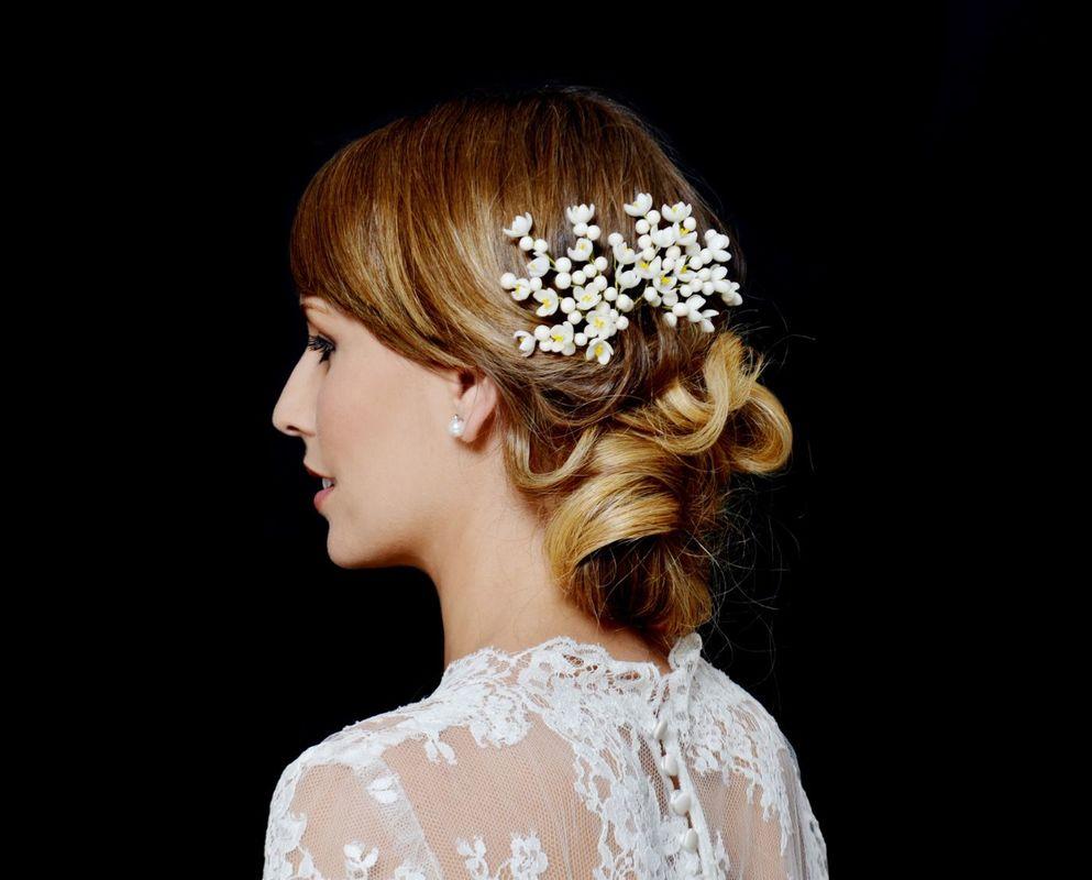 Ramilletes realizados con flores de azahar y capullos en cera.