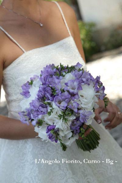 L'angolo fiorito- Bouquet con ortensie e fresia #Fiorista #matrimonio #Bergamo