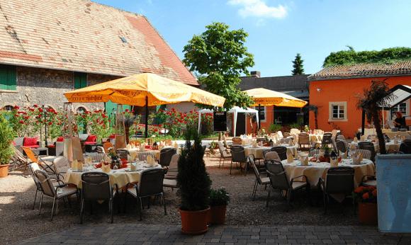 Beispiel: Innenhof, Foto: Hofgut Rheingrafenstein.