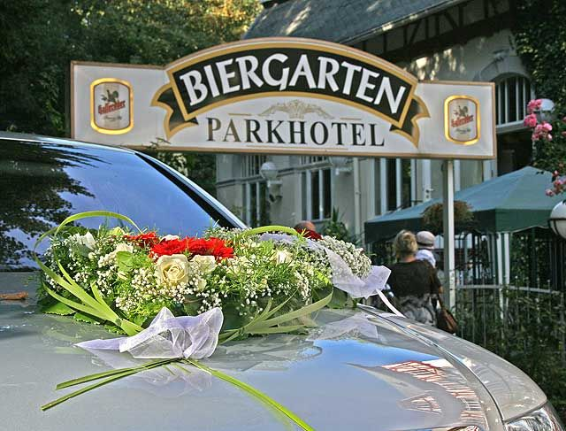 Beispiel: Hochzeitsfeier im Biergarten, Foto: Parkhotel Meerane.
