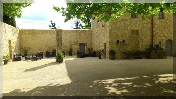 La Ferme Saint-Hugues - La cour