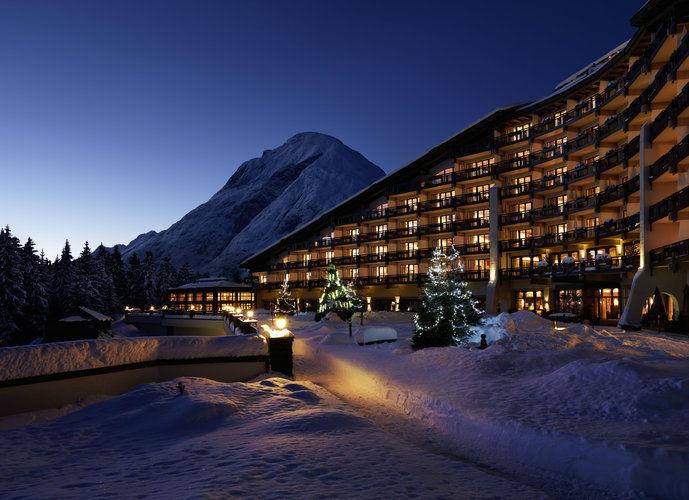 Beispiel: Außenansicht - Abendstimmung, Foto: Interalpen Hotel.