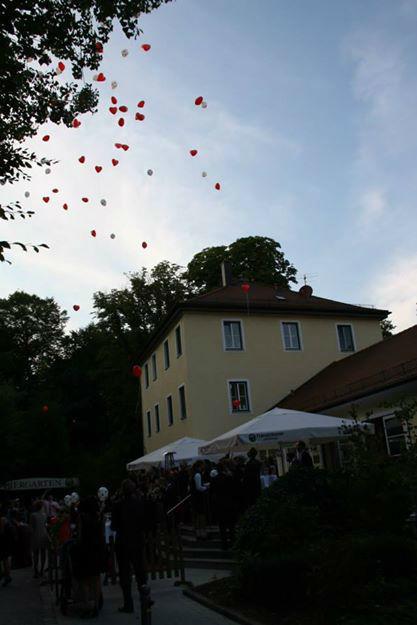 Beispiel: Aufsteigende Herzluftballons, Foto: Restaurant Hirschau.