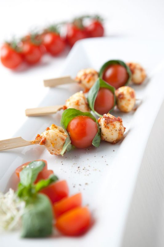 Tomate-Mozzarella Spieß mit Pesto Rosso