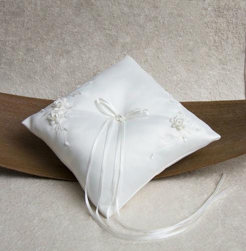 Beispiel: Ringkissen für die Hochzeit, Foto: Marry Me.