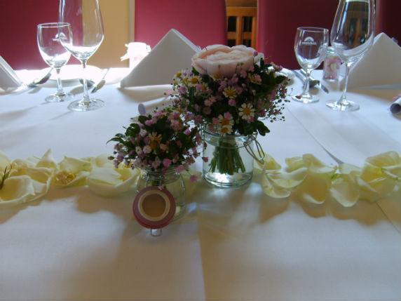 Beispiel: Tischdekoration, Foto: Durch die Blume.