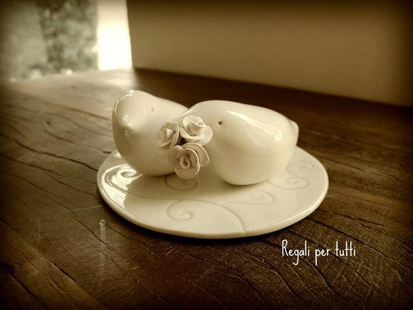 Topo de Bolo passarinho em porcelana vitrificada - modelada a mão pela ceramista