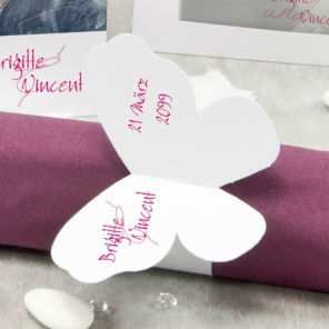 Beispiel: Bedruckter Serviettenring, Foto: Sweet Wedding Hochzeitskarten.