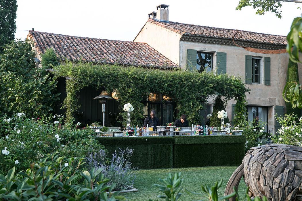 Mariage de Elie & Lauren, Mas à St Rémy de Provence, décoration A Fleur & à Mesure Crédit Studio Cabrelli