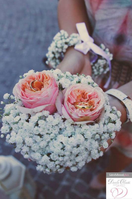 Danila Olivetti - cuscino fedi floreale