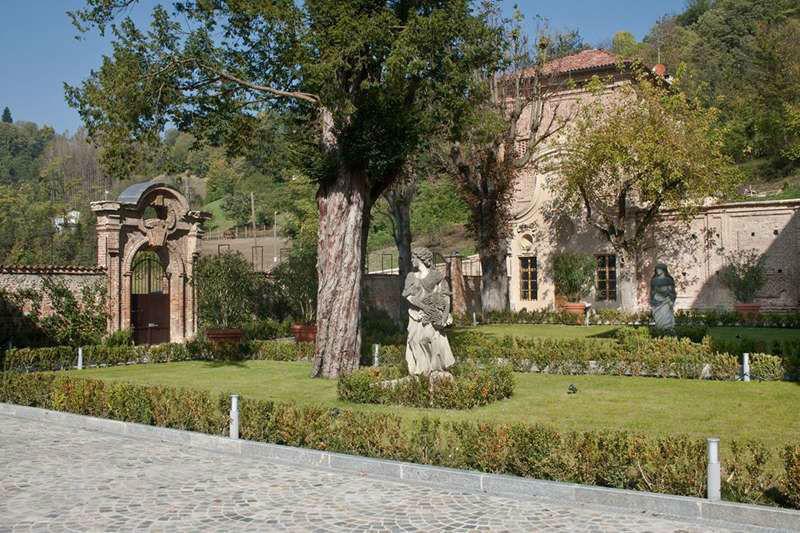 Villa Bria - Ingresso lato Cappella con giardini