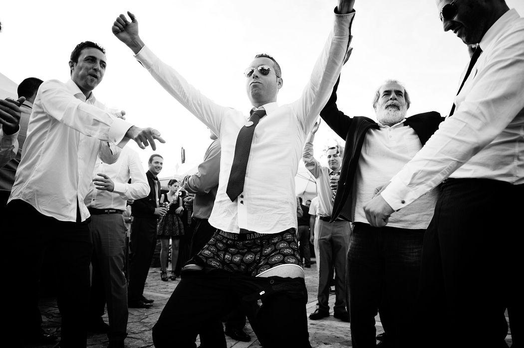 Fiesta en la boda de Zulema y David en el Restaurante Oxford en Puente Arce, Cantabria. London Studio
