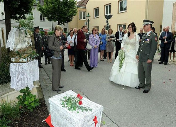 Beispiel: Hochzeitsbrauch aus dem Altertum, Foto: Hochzeitstauben Michaela Kohl.
