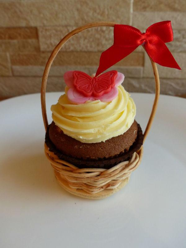 Lindo presente: cupcake em cestinho