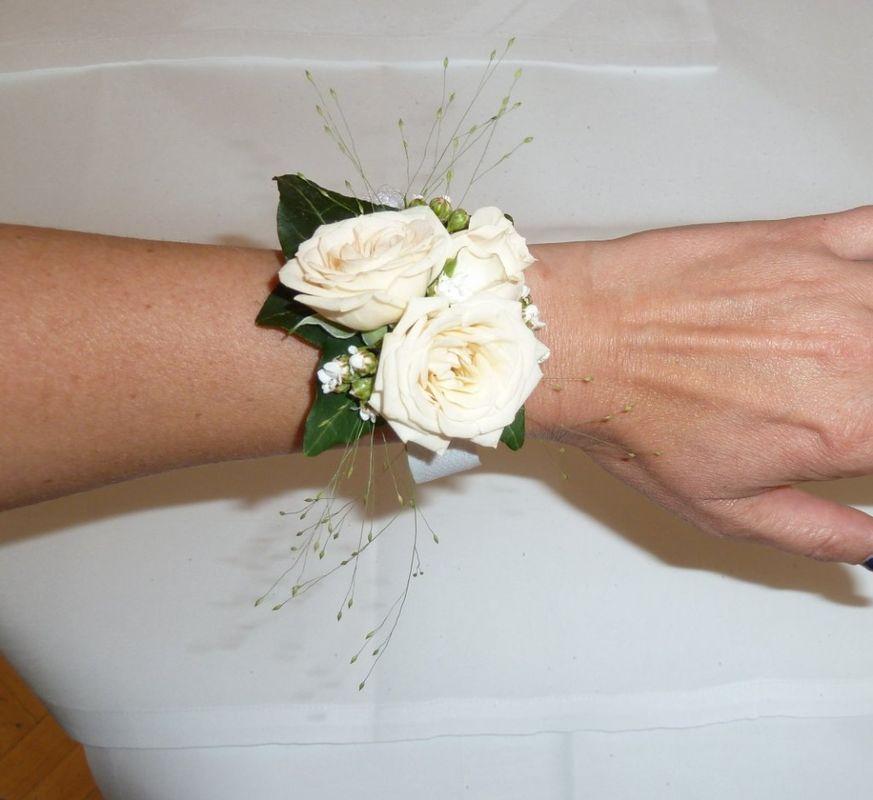 Beispiel: Floraler Armschmuck, Foto: Toifl Blumen.