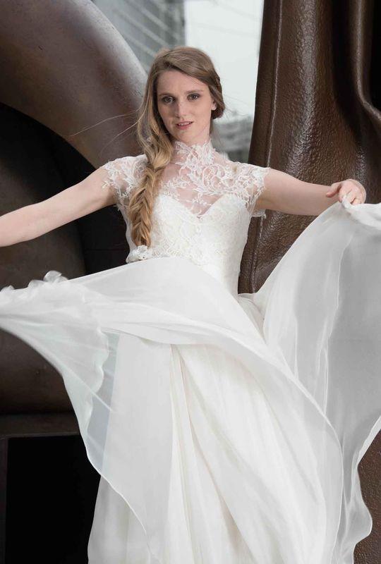 Beaumenay Joannet- Made in Paris, robe de mariée bohême chic, dentelle délicate et large jupe en mousseline